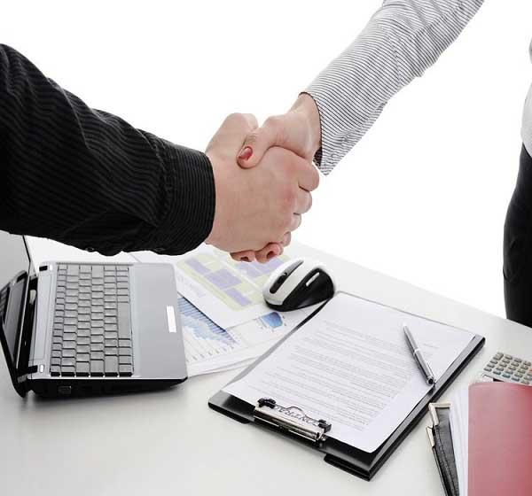 Luôn đọc kỹ hợp đồng trước khi ký kết